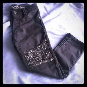 Girls charcoal grey jegging with sequins knee.
